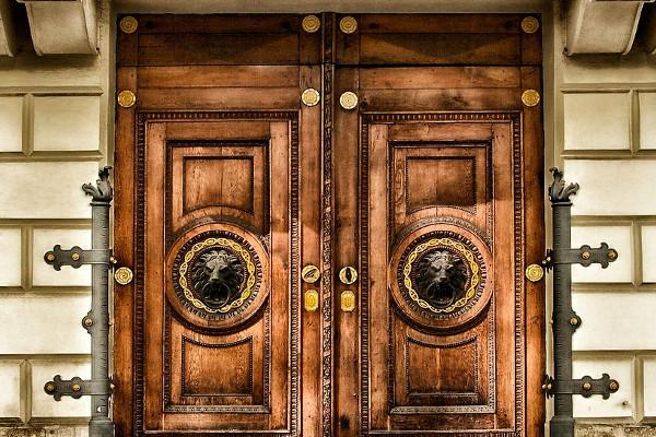 Maneras de reforzar la seguridad de una puerta