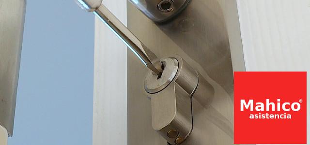 Pasos para quitar silicona de una cerradura